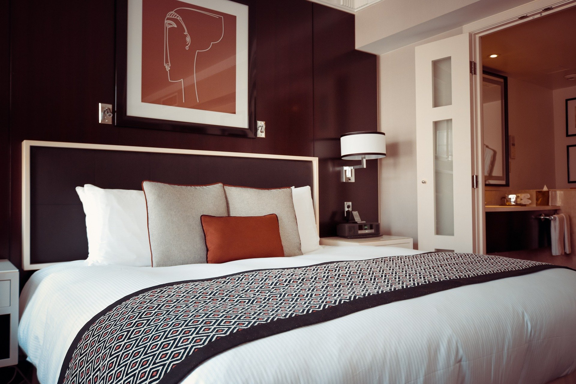 Bedroom with maroon wall and coloured cushion